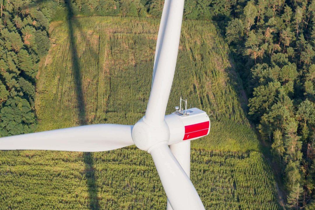 https://universalkraft.com/wp-content/uploads/2018/09/construction-and-operation-of-4-enercon-turbins-1080x720.jpg