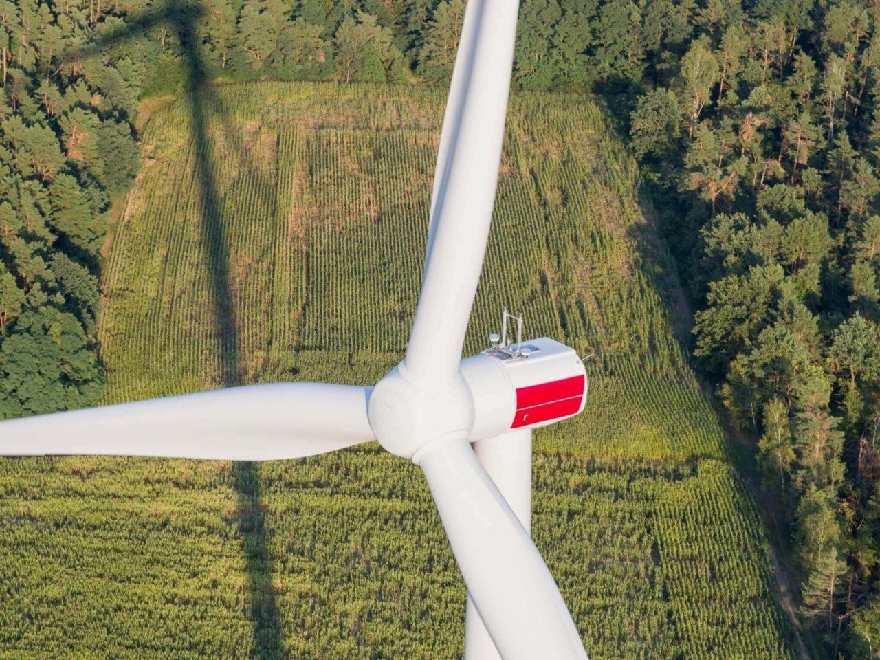 https://universalkraft.com/wp-content/uploads/2018/09/construction-and-operation-of-4-enercon-turbins-1280x960.jpg