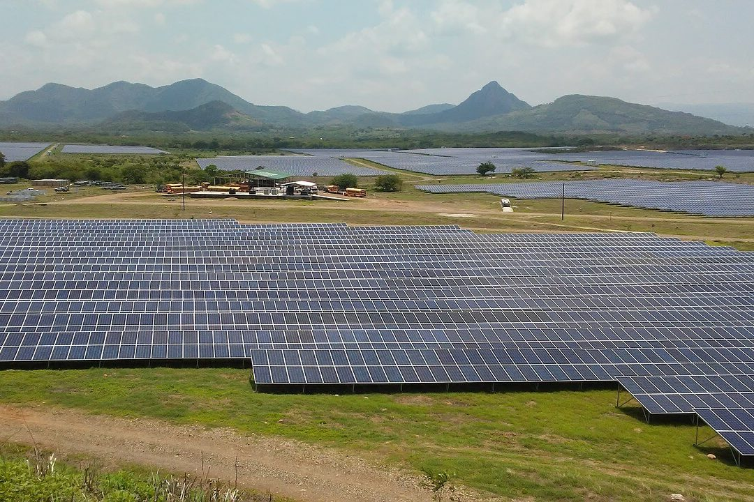 https://universalkraft.com/wp-content/uploads/2018/09/green-hydrogen-production-from-solar-1080x720.jpg