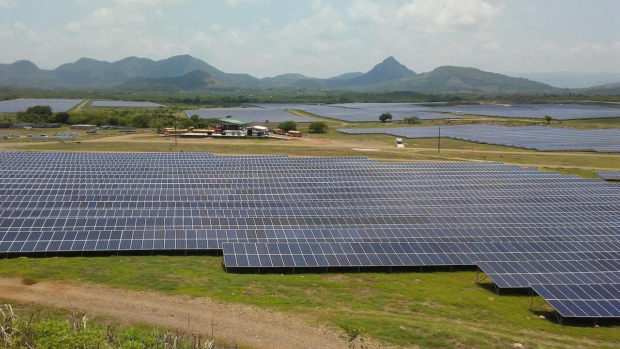 https://universalkraft.com/wp-content/uploads/2018/09/green-hydrogen-production-from-solar.jpg