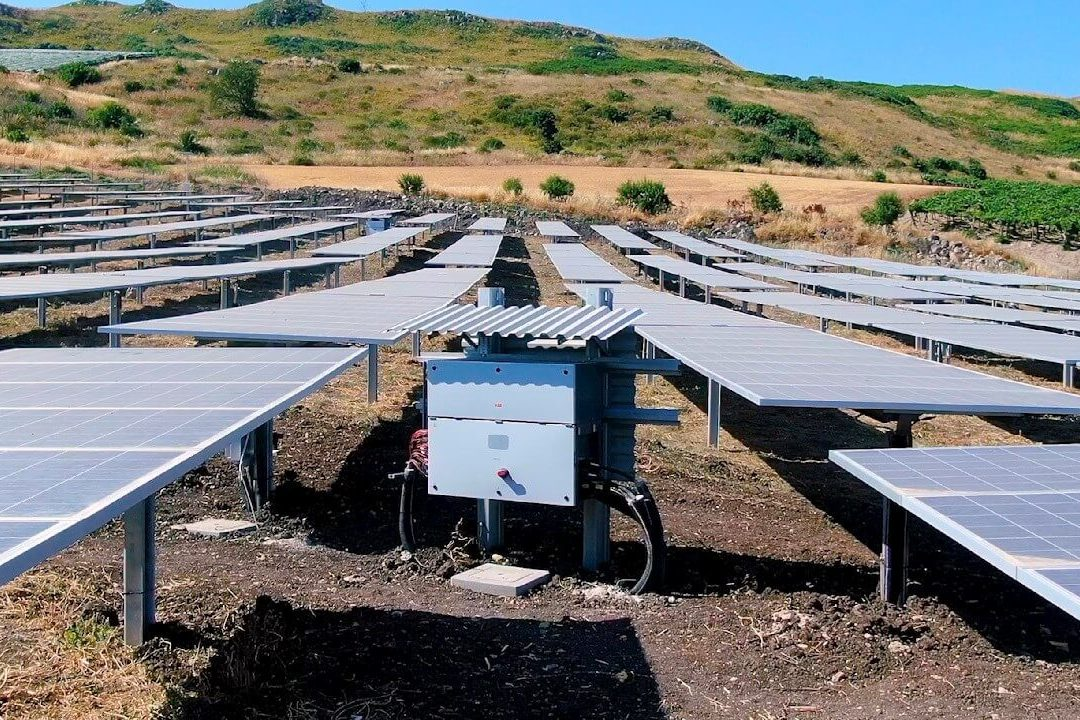 https://universalkraft.com/wp-content/uploads/2020/11/ground-mounted-solar-project-in-south-of-sweden-1080x720.jpg