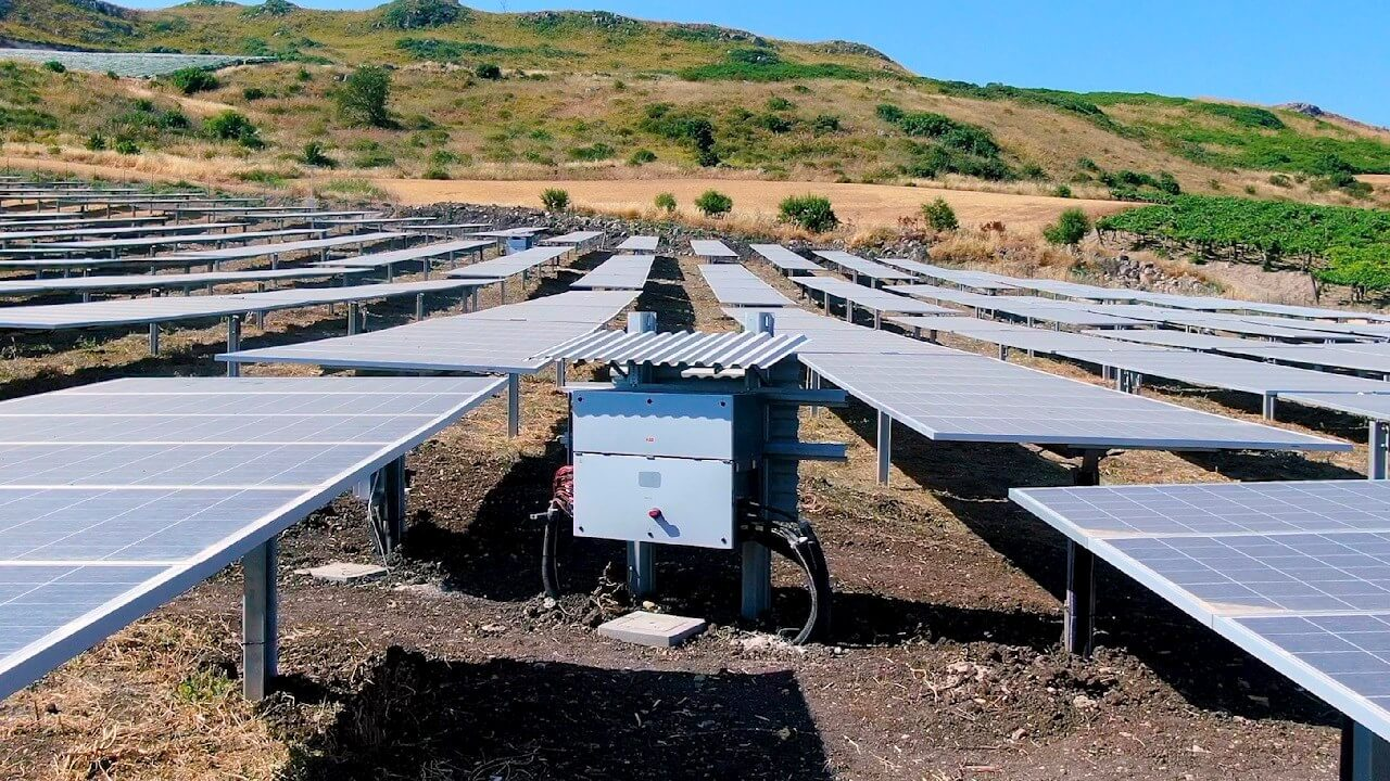 https://universalkraft.com/wp-content/uploads/2020/11/ground-mounted-solar-project-in-south-of-sweden.jpg