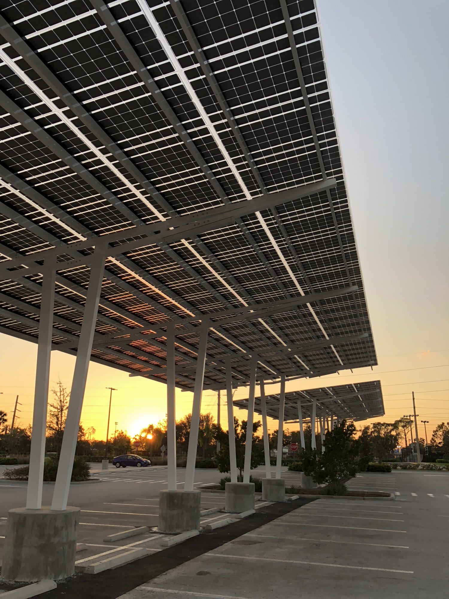 https://universalkraft.com/wp-content/uploads/2020/11/solar-parking-vertical-universal-kraft.jpg