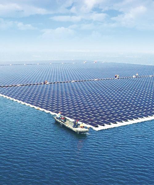 https://universalkraft.com/wp-content/uploads/2021/04/floating-solar-single-universal-kraft.jpeg