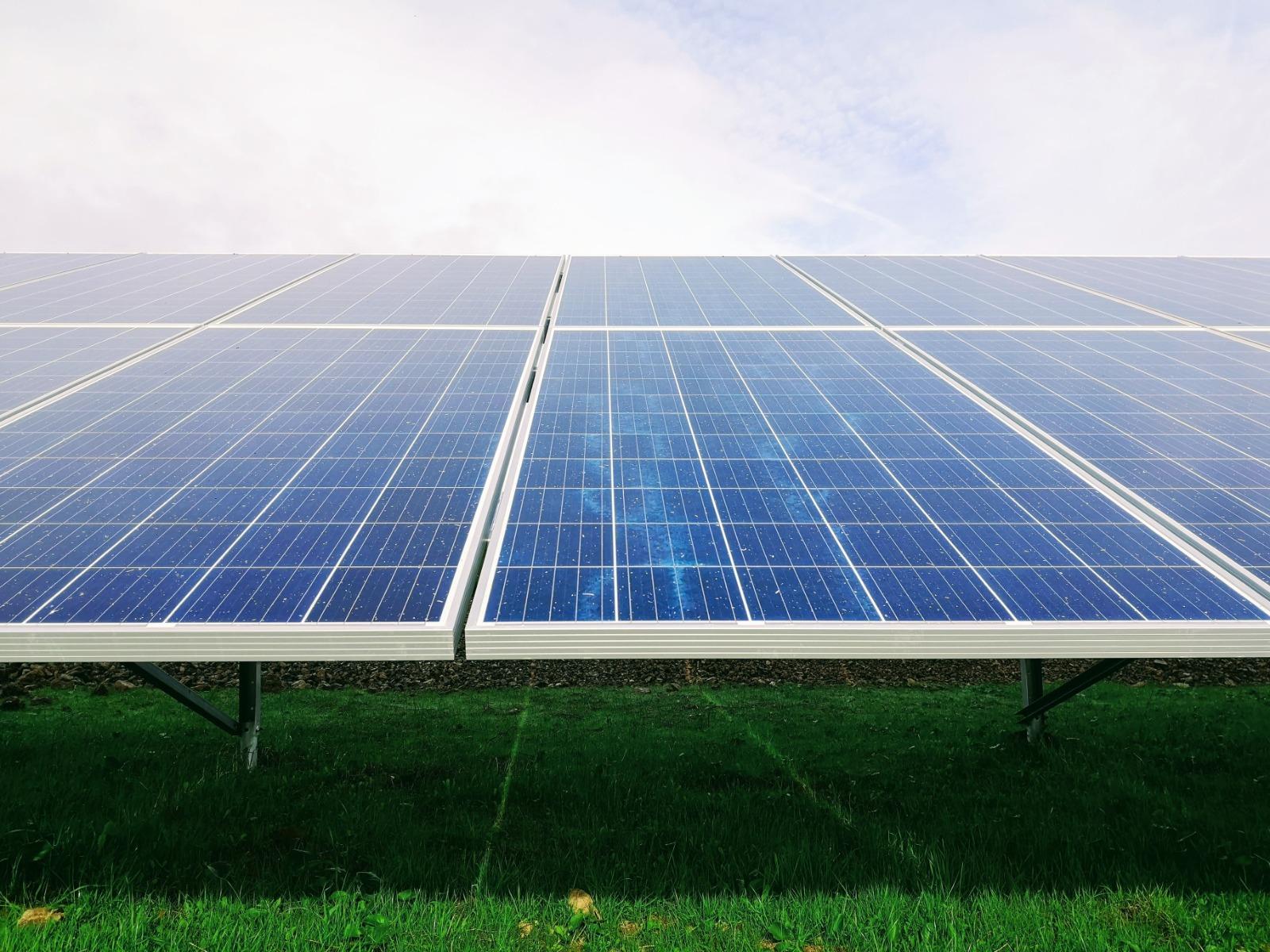 https://universalkraft.com/wp-content/uploads/2021/04/ground-solar-single-universal-kraft.jpeg